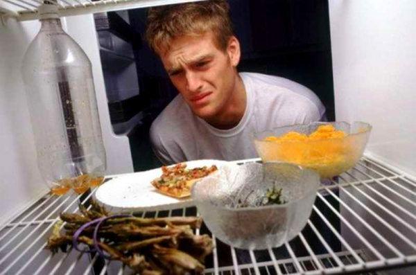 Еда без упаковки источает запахи