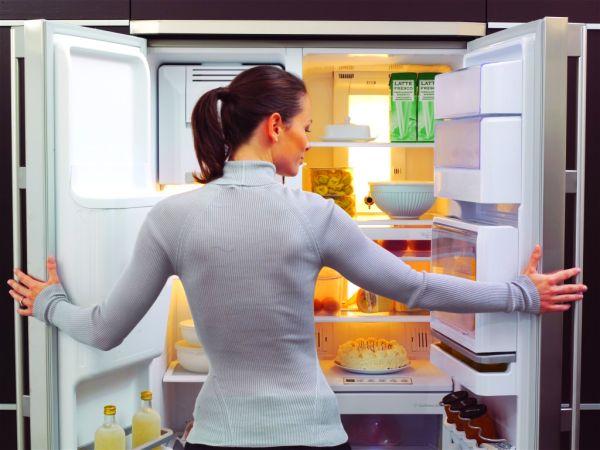 Причины появления запаха в холодильнике