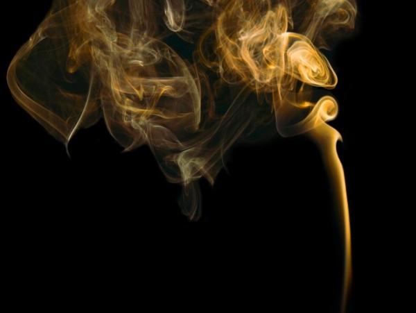 12 способов вывести запах сигарет с одежды быстро и эффективно