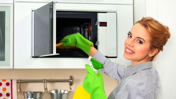 7 лайфхаков чтобы избавиться от запаха из микроволновки