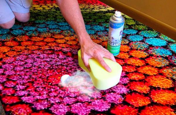 Уничтожаем запах мочи на ковре – 4 народных метода против 4 покупных средств