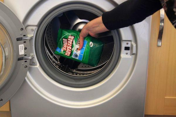 Очистить стиральную машину с помощью отбеливателя