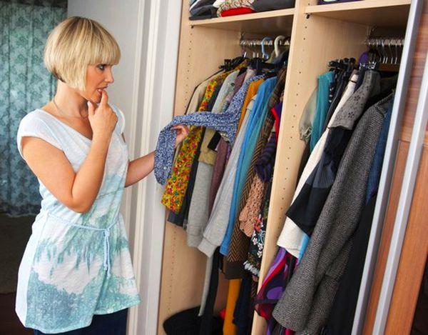 Причины появления неприятного запаха в шкафу