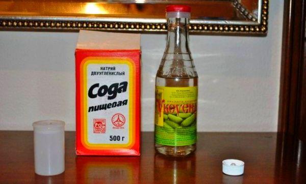 Уксус и сода для борьбы с плесенью