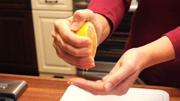 Уничтожение запаха рыбы с помощью лимона